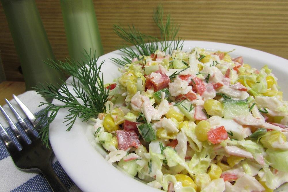 Салат с крабовыми палочками рецепт фото